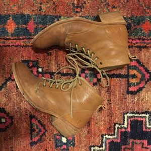 Frye Carson lace up boot